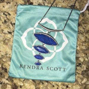Kendra Scott Necklace - like brand new!